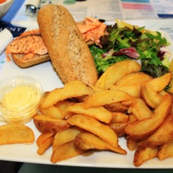 Hamburger di salmone con patate