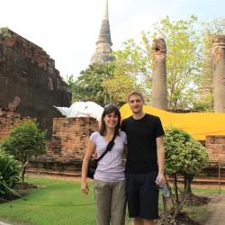 Davanti al Buddha sdraiato