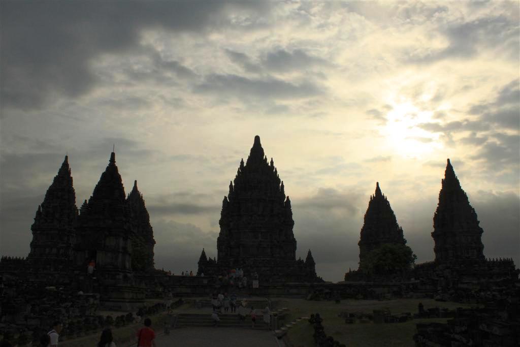 La città di Yogyakarta e il tempio Prambanan