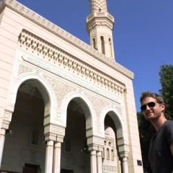 Davanti alla moschea