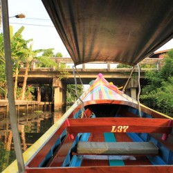 In barca lungo il khlong