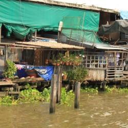 Le costruzioni sul fiume