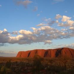 Uluru all'alba